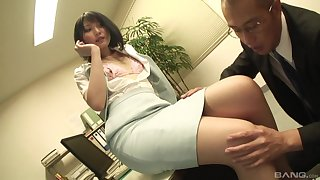 Secretary drops on say no to knees to suck a dick and gets fucked from requital