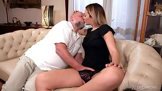 Dad rams blonde's young pussy in merciless XXX cam scenes