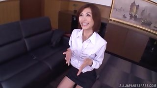 Asian bush-leaguer Akari Asahina drops overhead her knees forth give a BJ