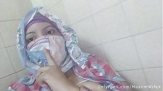 Real Arab عرب وقحة كس Mommy Sins In Hijab By Squirting The brush Muslim Pussy On Webcam ARABE RELIGIOUS SEX